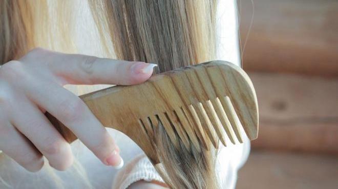 Расчёсывать волосы