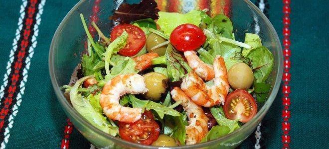 простой салат с креветками и помидорами