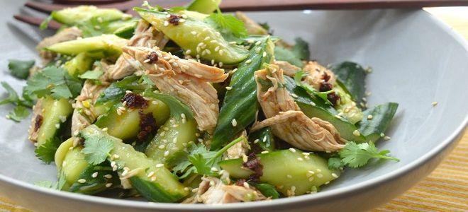 Салат из вареной курицы и свежих огурцов