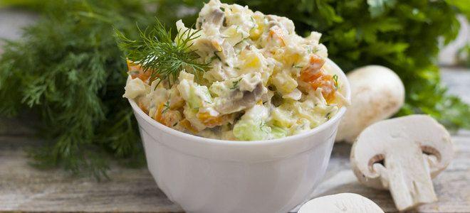салат с копченой куриной грудкой и шампиньонами