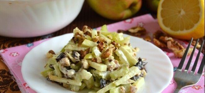 салат с сельдереем стеблевым и черносливом