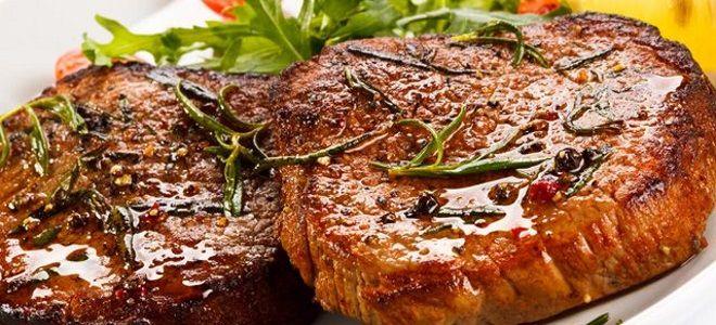 стейк из свиной вырезки на сковороде