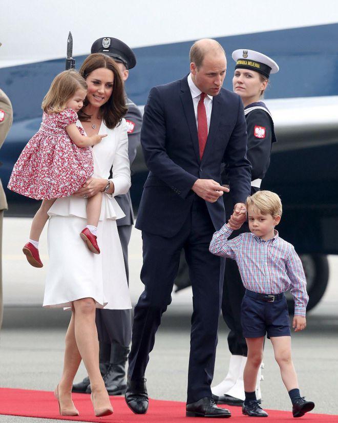 Кейт Миддлтон с мужем и детьми