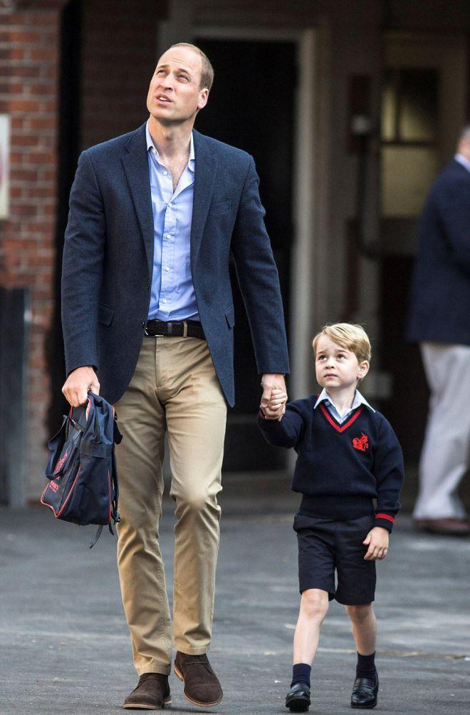 Принц Уильям и принц Джордж у школы