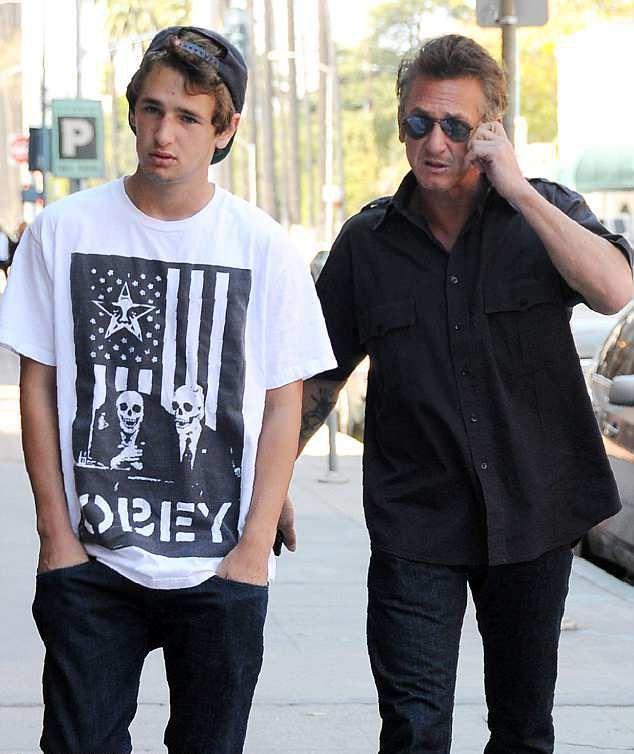 Шон Пенн с сыном Хоппером в 2011 году