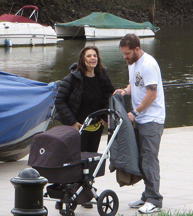 спектакль фото том харди с женой и сыном случае покупки растения