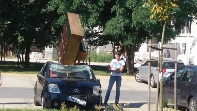 Авто левее