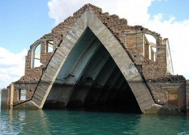 Церковь города Петроландий после затопления