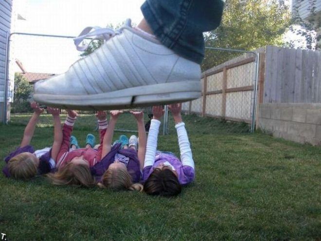 Дети и нога