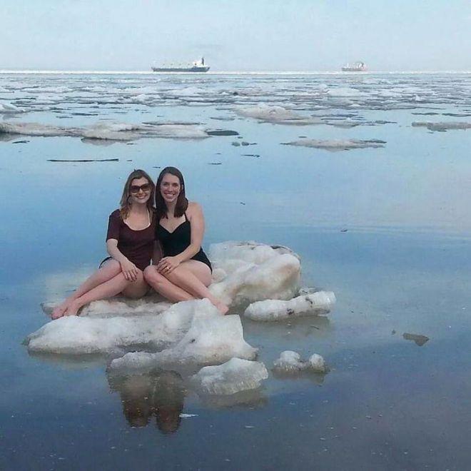 На льду