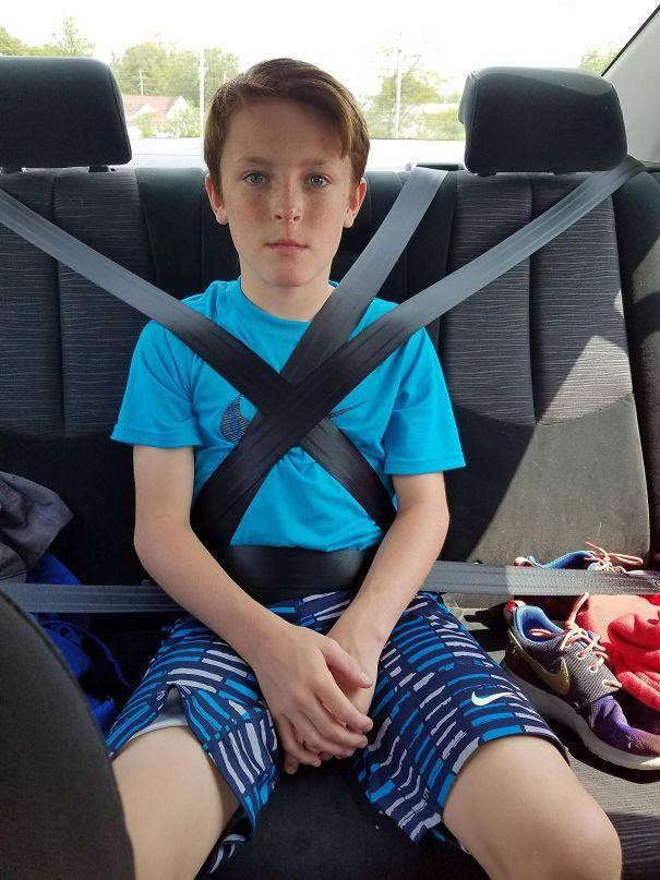 Учится водить