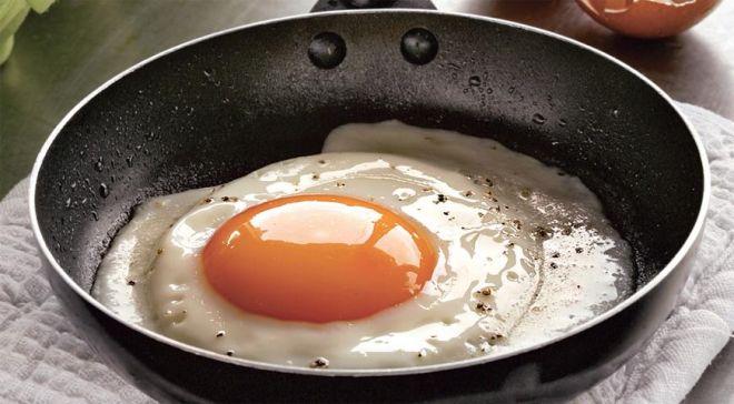 Немного воды при приготовлении яичницы