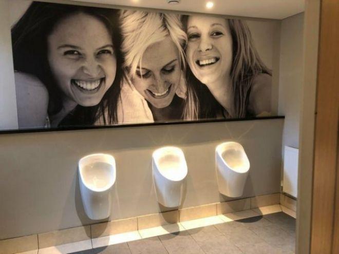 1. Последнее время в мужских туалетах
