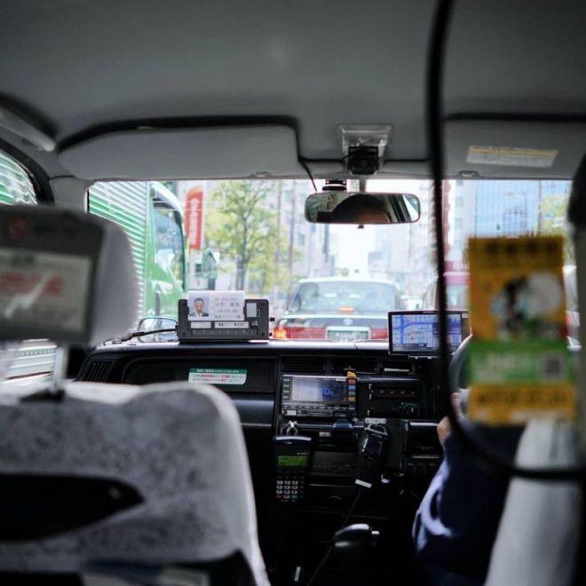 Водители такси очень чистоплотные и вежливые. Беря деньги с пассажира, они надевают белые перчатки