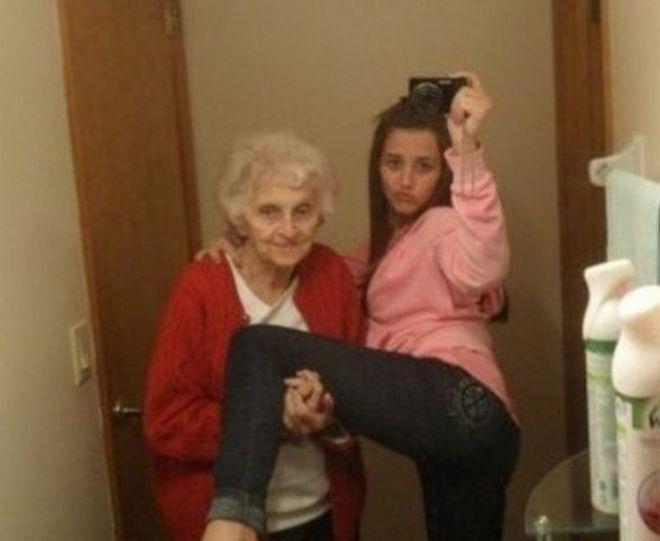 А как вам селфи с бабушкой