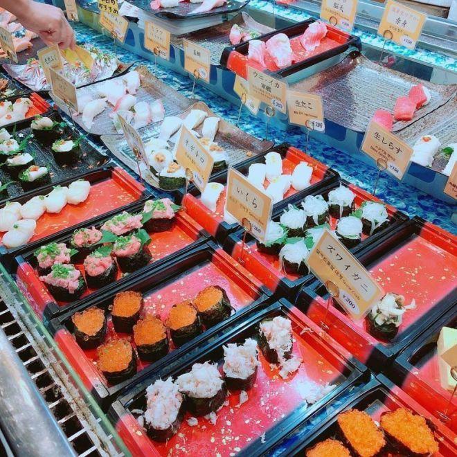 Это суши-бар, в котором нет продавцов