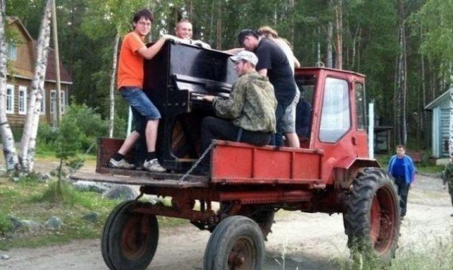 Думаете, что трактор нужен только для того, чтобы работать в полях