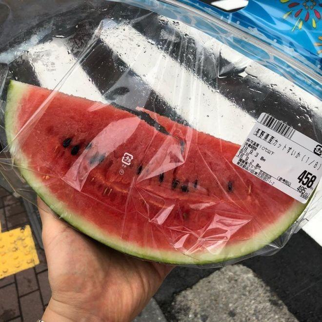 Вот такая долька арбуза в Токио стоит килограмм красной икры