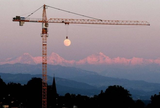 Кто сказал, что Луна от нас далеко