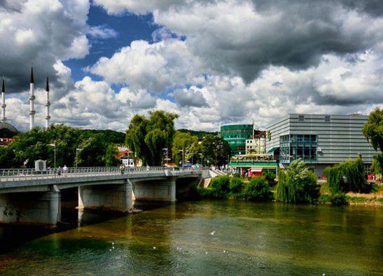 Река в Санкси-Мост