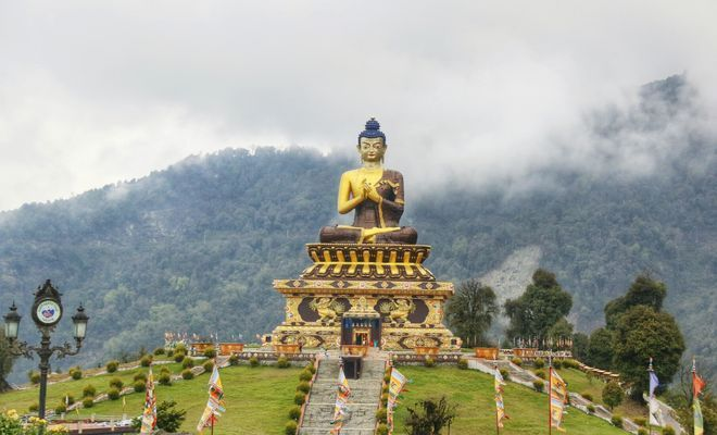 50-метровая статуя Будды Будущего в Дарджилинге