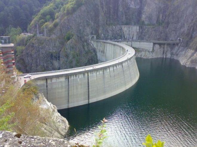 Плотина Видрару на реке Арджеш