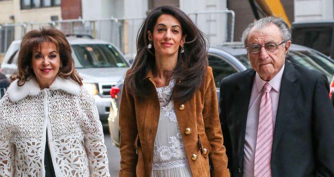 Амаль Клуни с родителями