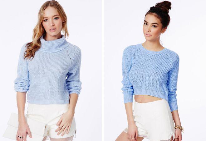 короткий голубой свитер