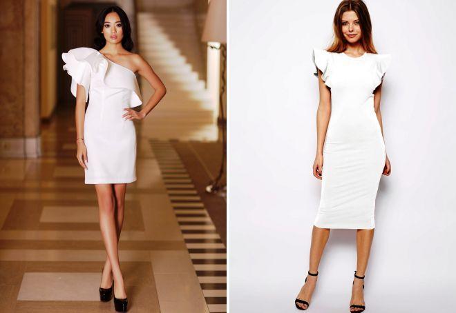 белое короткое платье с воланами