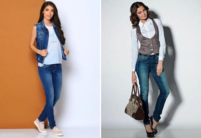 женская жилетка и джинсы