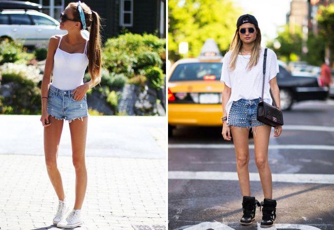 короткие джинсовые шорты и кроссовки