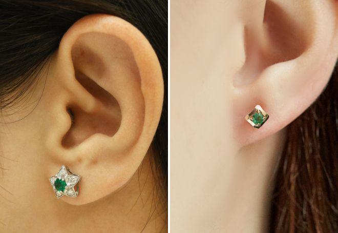 Clous d'oreilles avec émeraude