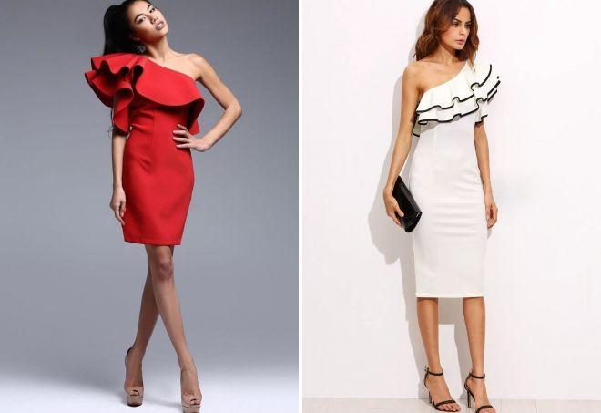 платье с воланом через одно плечо