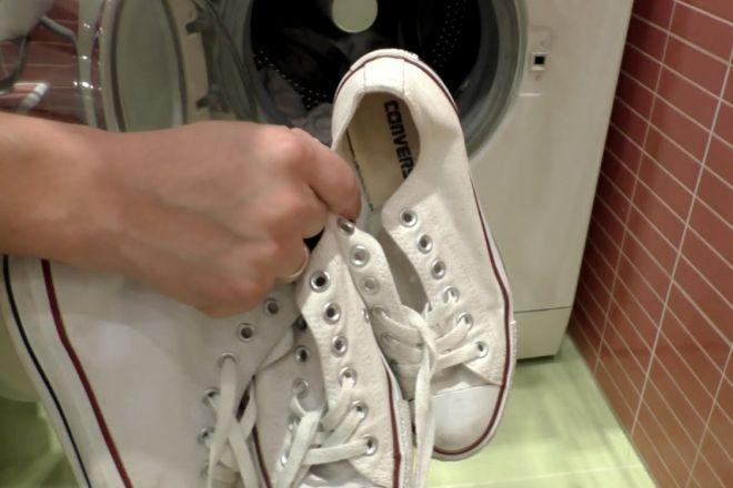 76330690d Как стирать кеды: белые, тряпичные, замшевые, кожаные в машинке и ...