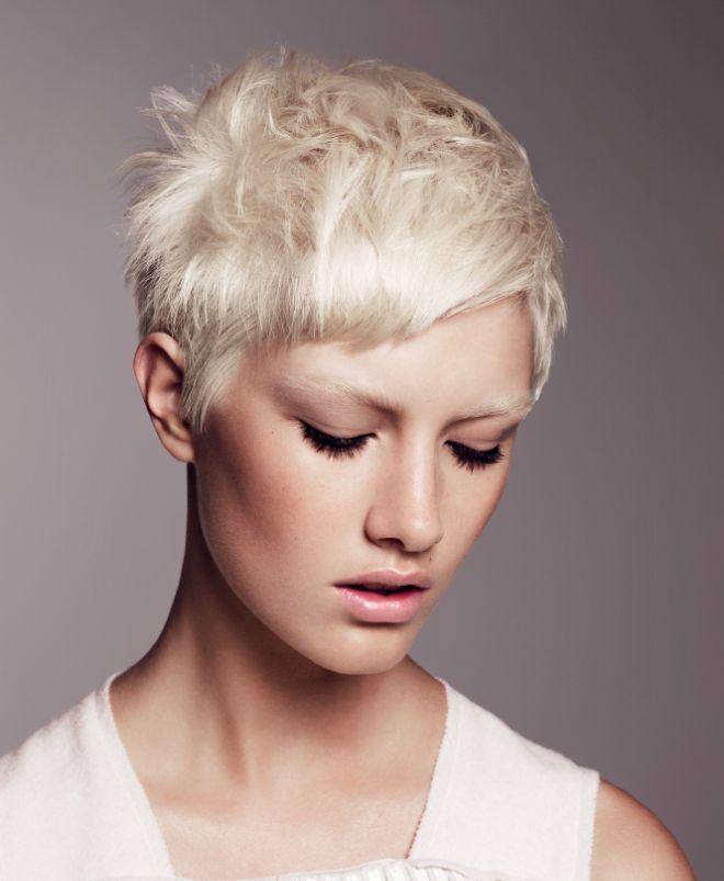 стрижка гарсон на короткие волосы блонд