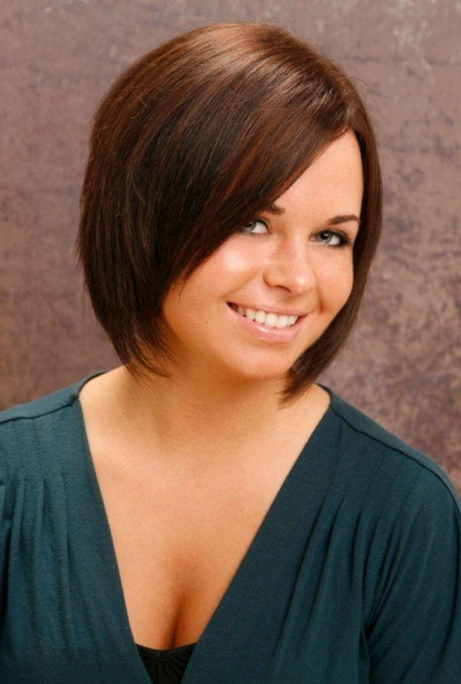 کوتاه مو برای موهای متوسط برای چهره چهارم