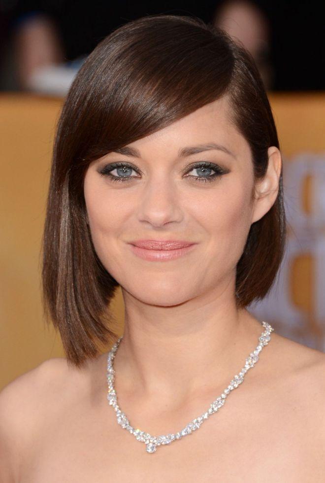 کوتاه مو برای یک صورت دور و چهار موهای نازک