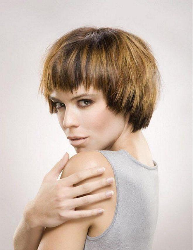 Стрижка лесенка на короткие волосы четыре