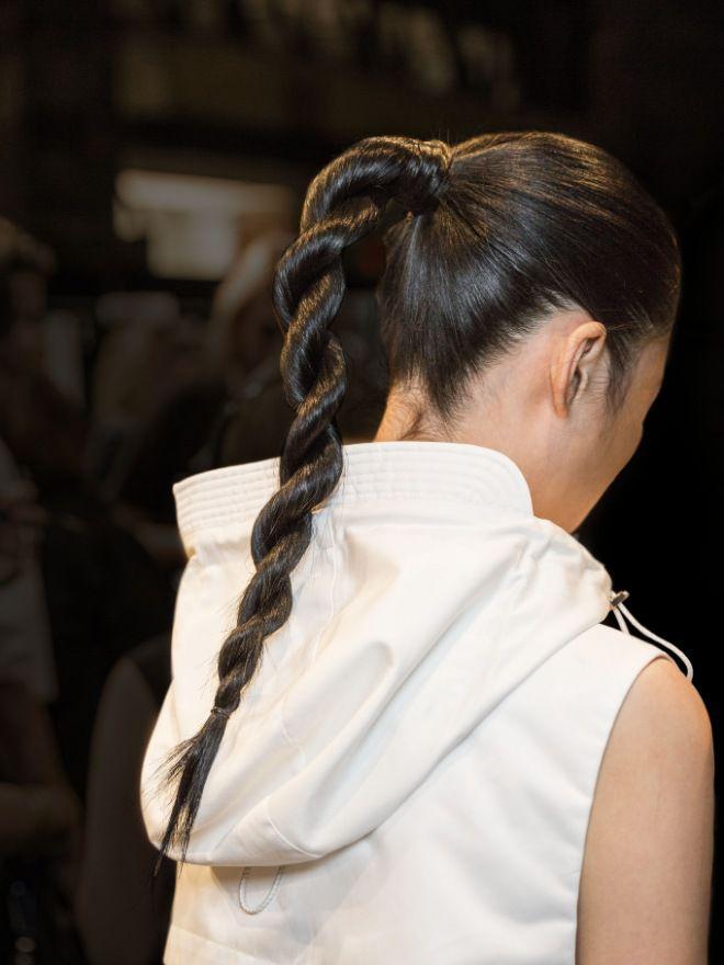 Прически на длинные волосы на каждый день два