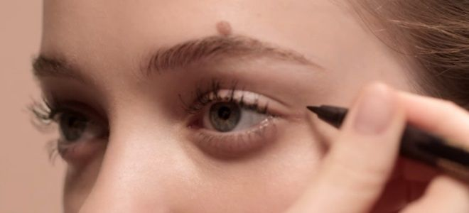 Comment dessiner des flèches avec eye-liner pour les débutants