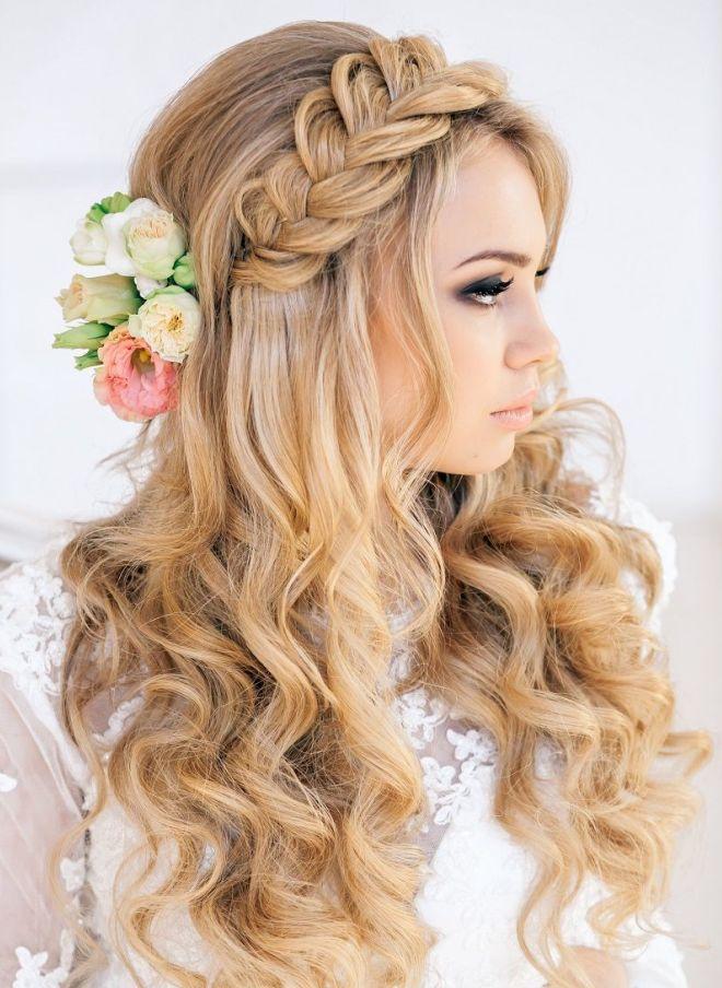 تسريحات الشعر في المساء للشعر الطويل ستة