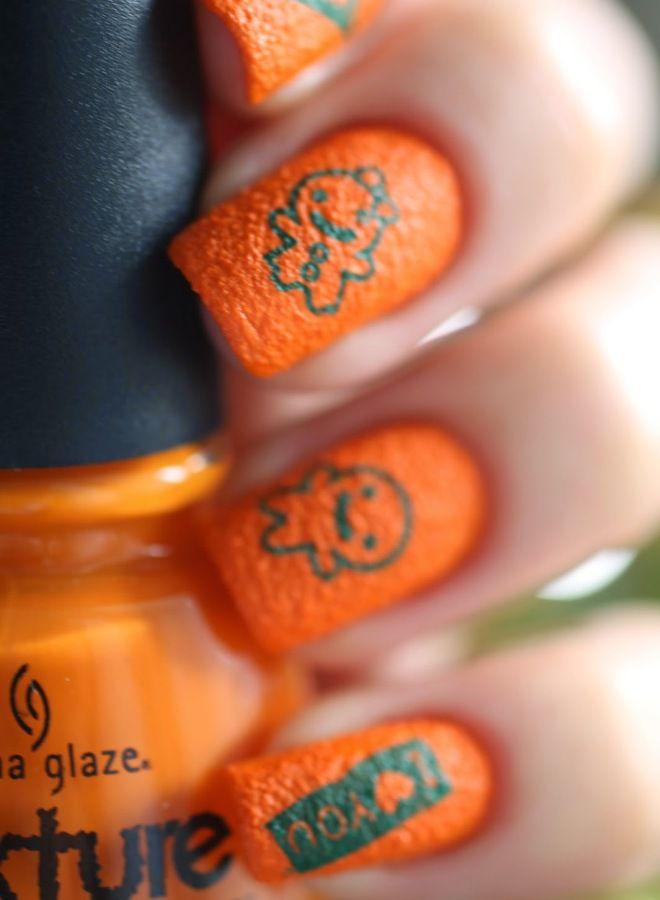 Manicura naranja brillante tres