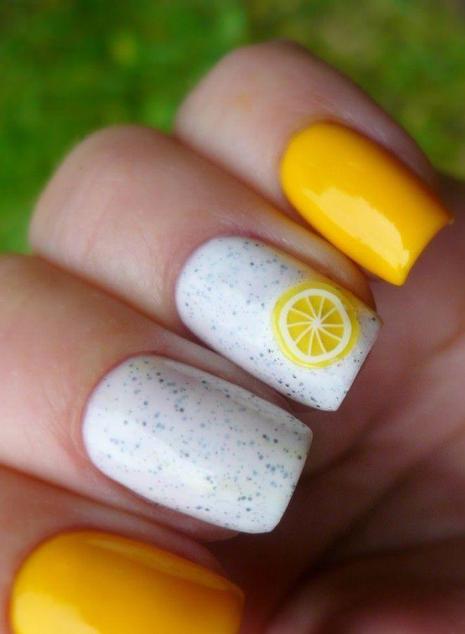 Manicura amarilla brillante una vez.