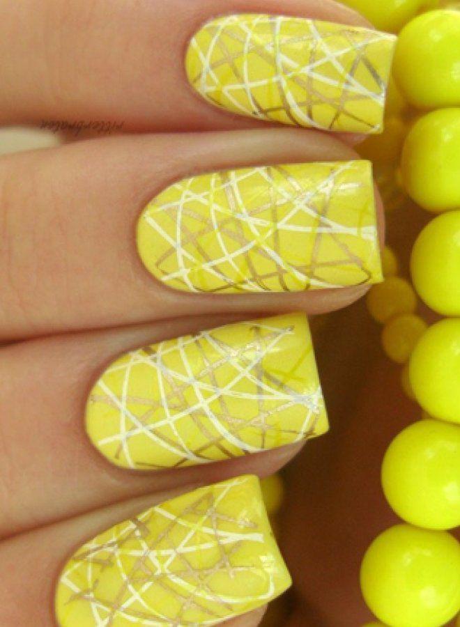 Parlaq sarı manikür üç