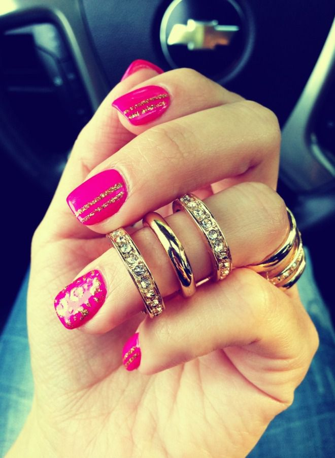 Cuatro manicura rosa brillante