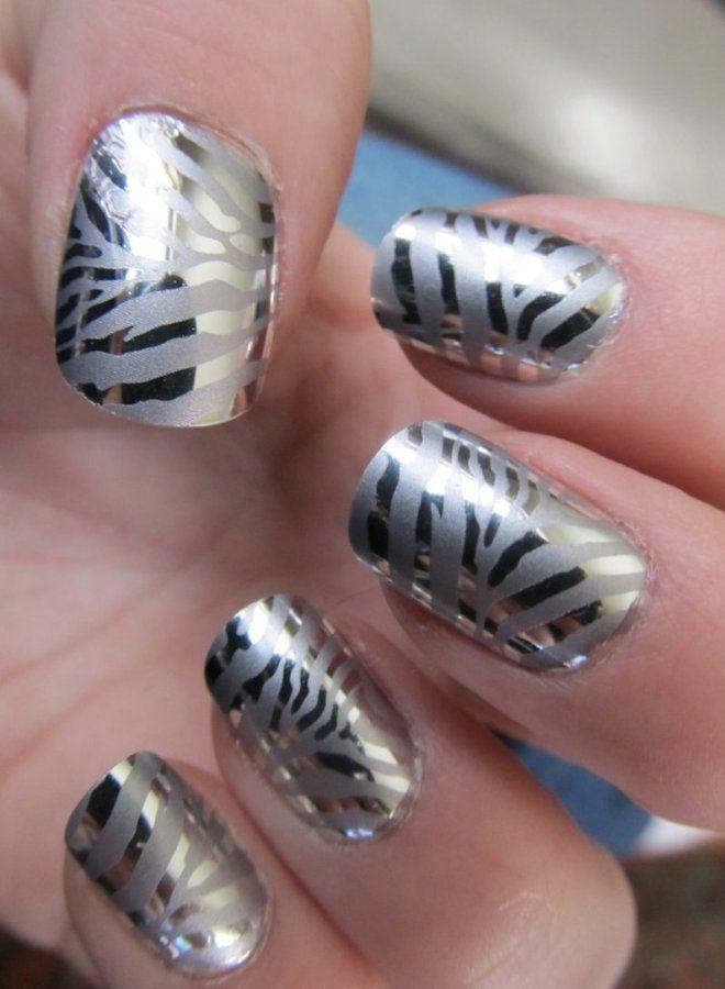 Manicura brillante para uñas cortas dos.
