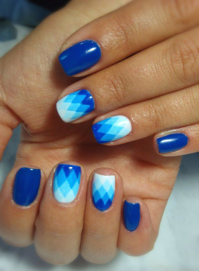 Manicura brillante para uñas cortas cuatro.