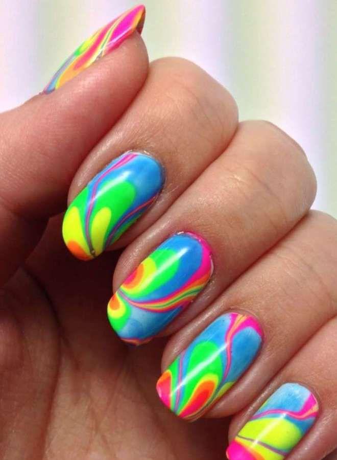 Tres uñas largas y brillantes