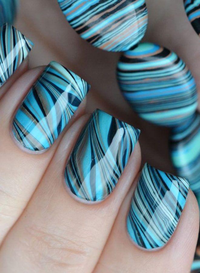 Cuatro uñas largas y brillantes