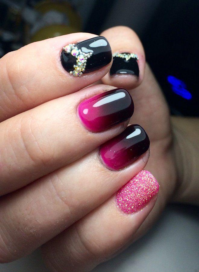 Cinco uñas largas y brillantes